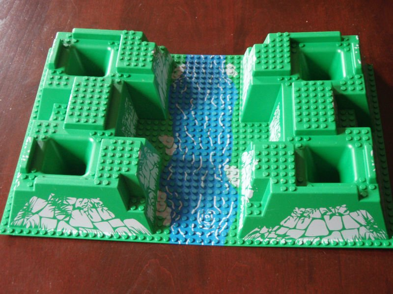 Baseplate 32 x 48 x 6 Raised with Corner Pits and River Pattern (30271px1)